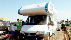 Przeprawa przez Dunaj, wyprawa z rodziną do Rumunii