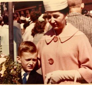 Mały John z babcią Władysławą – I komunia w Chicago, 1963 r.
