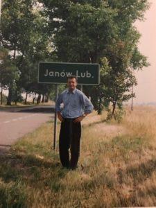 Podróż w rodzinne strony i mandat za szybkość. – W Janowie Lubelskim mój kuzyn jest burmistrzem – opowiada John