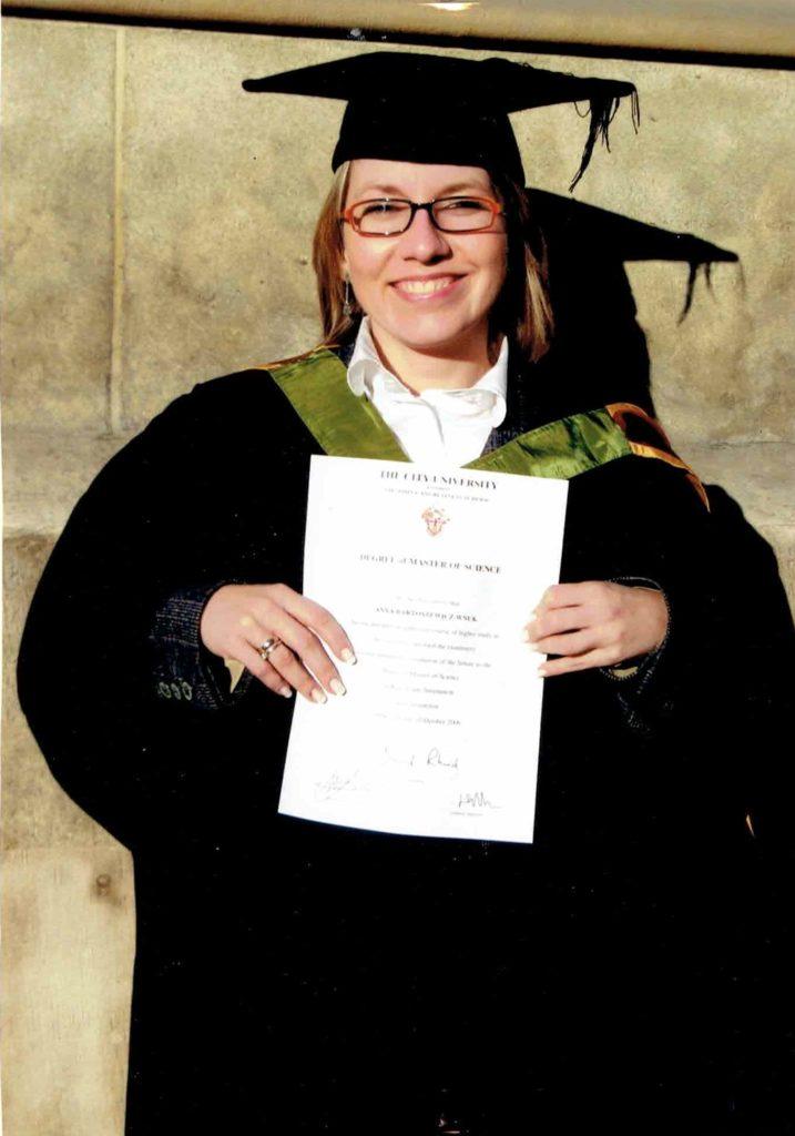 - Studia skończyłam z wyróżnieniem, odbierając dyplom na uroczystości w londyńskiej St Paul's Cathedral - wspomina Anna Bartoszewicz-Wnuk