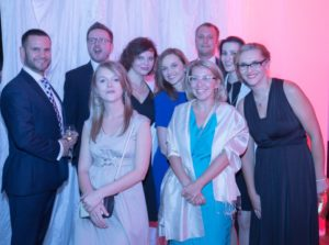 Ania Bartoszewicz -Wnuk z przyjaciółmi z JLL w trakcie imprezy z okazji 20-lecia firmy w Polsce