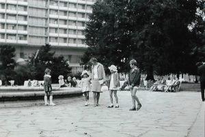 Monika Dębska od małego podróżowała. Tu z rodzeństwem i mamą w Kołobrzegu - lata 60. XX wieku