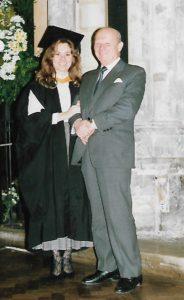 Monika Dębska z tatą po rozdaniu dyplomów - Londyn, lata 80. XX wieku