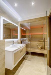 Łazienka z sauną w domu w Nowej Wsi - ta gościnna mieści się na parterze budynku