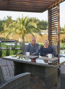 Marzena i Richard na nowoczesnej werandzie w domu pod Nadarzynem