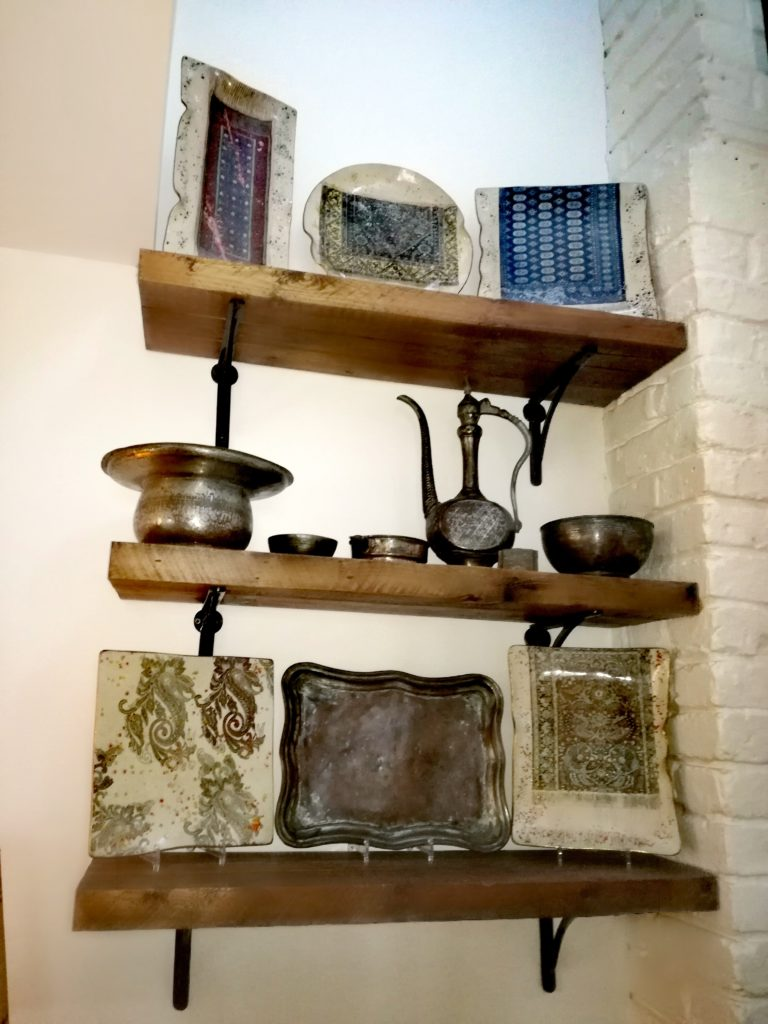Lubię naturalne materiały w domu, połączenie drewna z metalem, z prawdziwą cegłą - mówi Paul