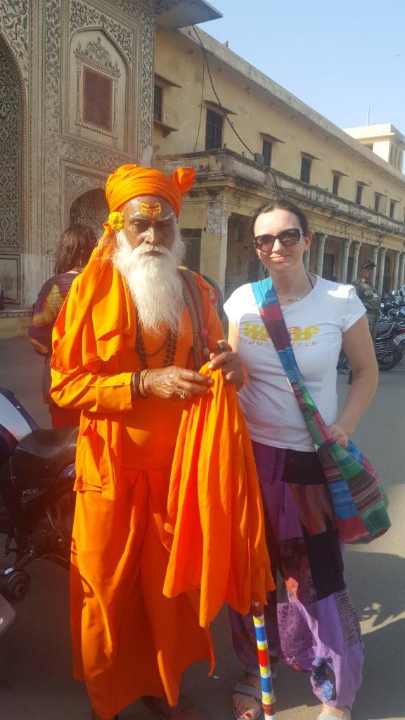 Beata i przyjazny Hindus spotkany na drodze do Agry